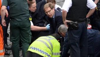 Tobias Ellwood, parlamentario británico, intentó resucitar al oficial de policía apuñalado afuera del Parlamento (Getty Images)