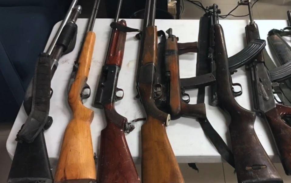 A los detenidos se les aseguraron nueve armas de fuego (Twitter @CES_Morelos)