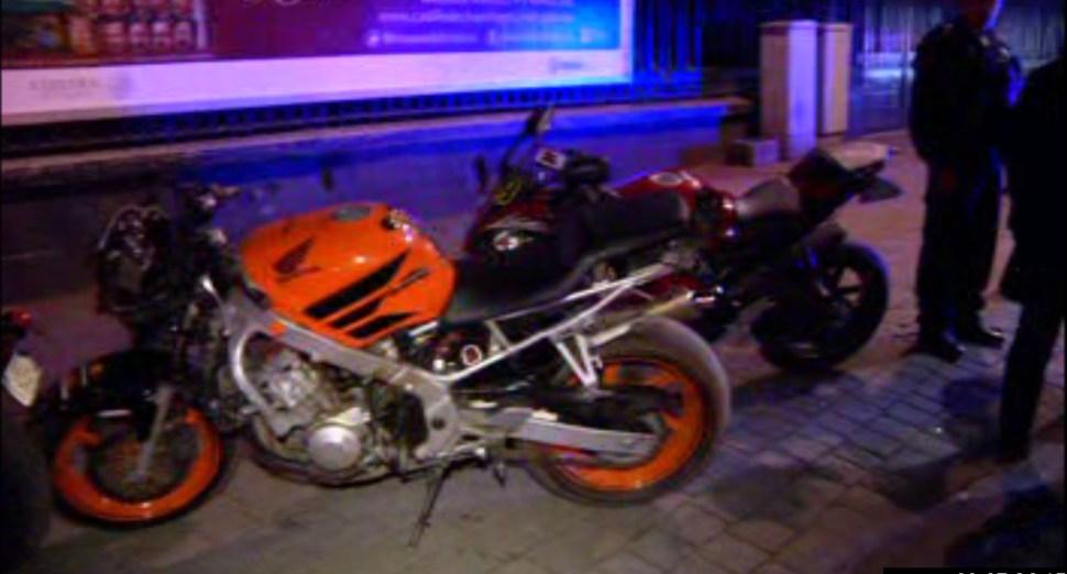 Elementos de la Policía de la Ciudad de México detienen a varios motociclistas sobre Reforma y Gandhi (Noticieros Televisa)