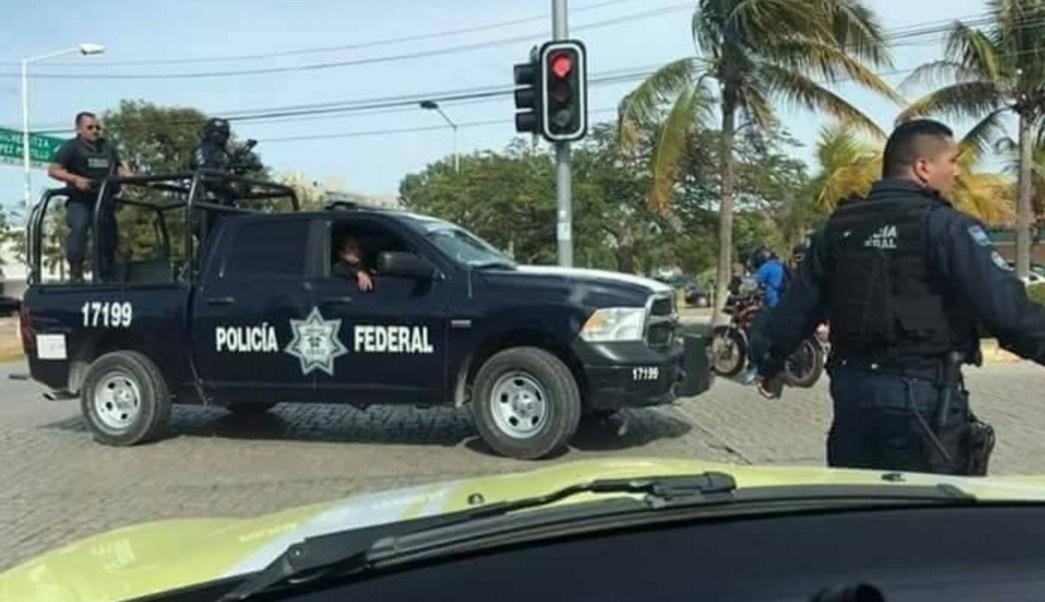 Movilización policiaca durante la tarde en Cancún. (Twitter: @Noticaribe)