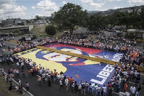 Mural dedicado al líder opositor venezolano, Leopoldo López.