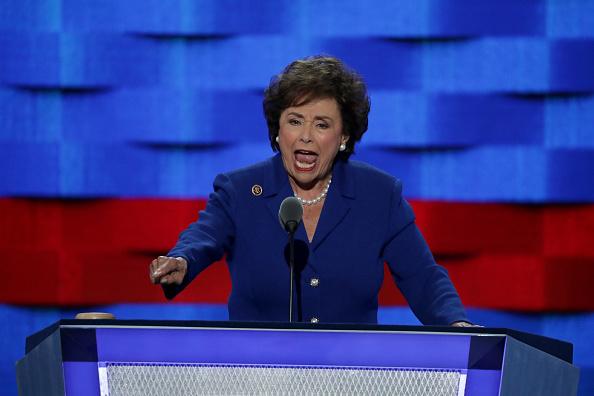 Nita Lowey, una de las más importantes legisladoras en materia presupuestal, fustiga que el presidente haya incluido dinero para el muro en la petición de gastos suplementarios (Getty Images/Archivo)