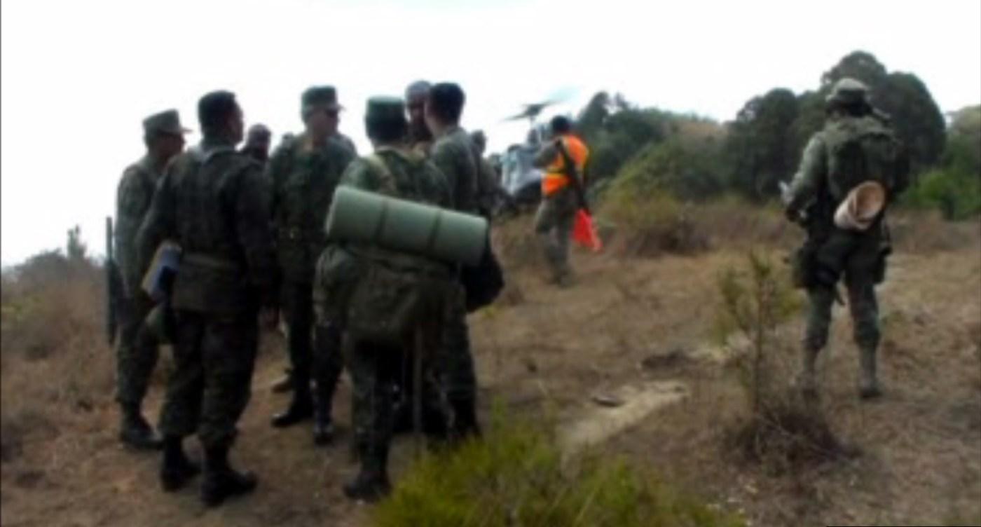 Militares destruyen 11 plantíos de amapola en una comunidad triqui, en los límites de Oaxaca y Guerrero. (Noticieros Televisa)