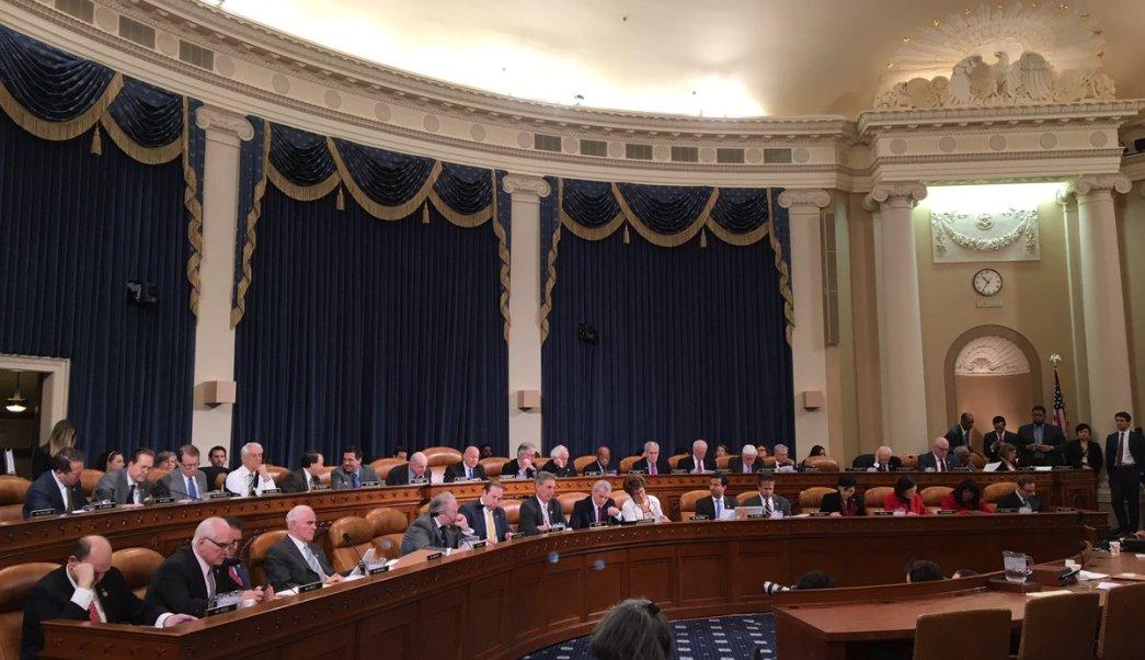 La Comisión de Recursos y Arbitrios de la Cámara aprobó el paquete de medidas a primera hora del jueves. (Twitter: @WaysMeansCmte)