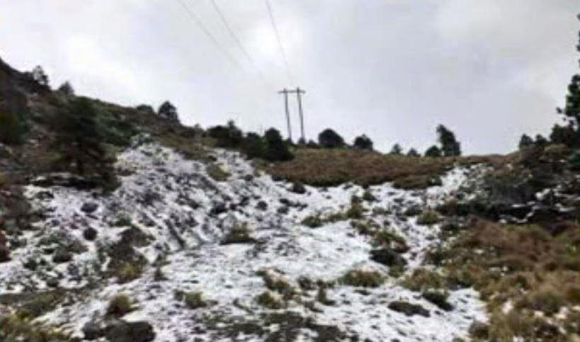 Ocurre la primera nevada de la temporada invernal y del año en el Cofre de Perote, en Veracruz. (Noticieros Televisa)