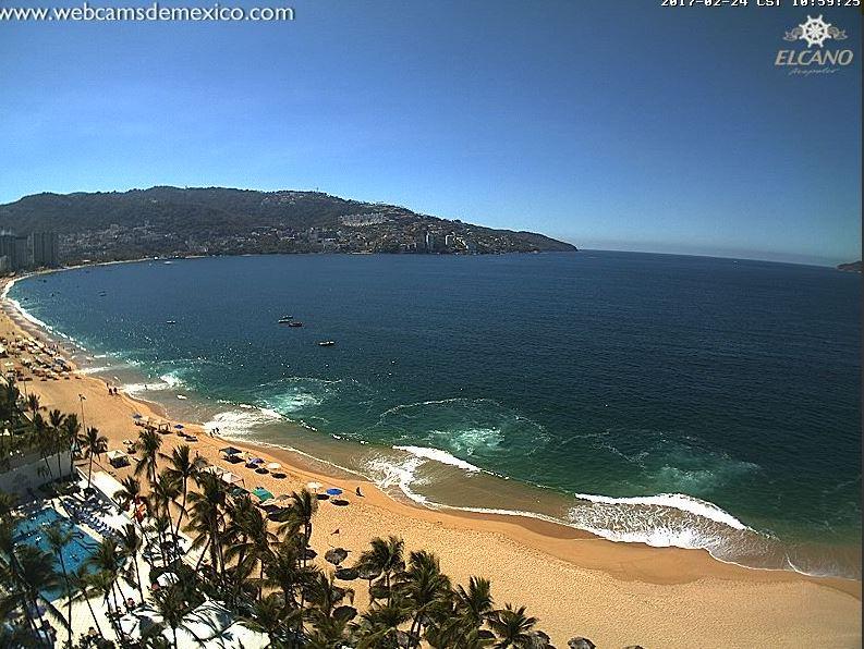 Para evitar accidentes por el fuerte oleaje, la vigilancia se incrementó en las playas de mar abierto y en la bahía donde el oleaje es de moderado a fuerte (Twitter/@webcamsdemexico)