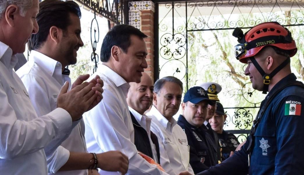 El titular de Segob, Miguel Ángel Osorio Chong, encabezó la entrega de equipamiento a la Policía Federal en materia de Protección Civil.