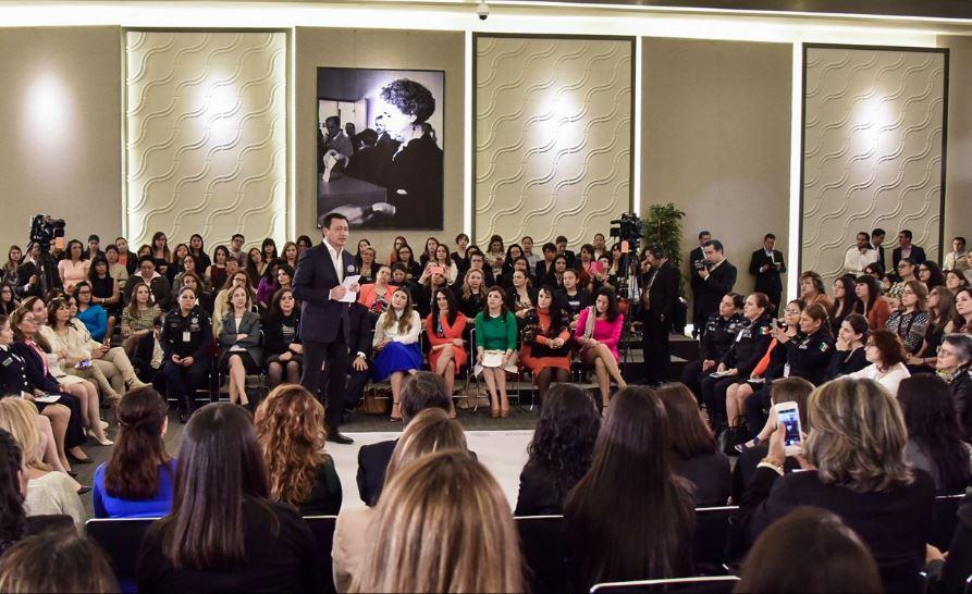 Osorio Chong destacó el interés de la Secretaría de Gobernación en abonar a la igualdad de género (Twitter/@osoriochong)