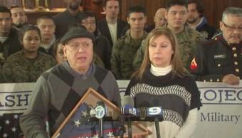 Padres del veterano de guerra Miguel Pérez, quien enfrenta una orden de deportación a México (ABC7)