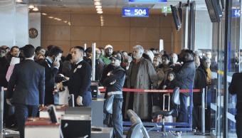 Pasajeros en el Aeropuerto Internacional Atatürk en Estambul, Turquía. (AP, archivo)