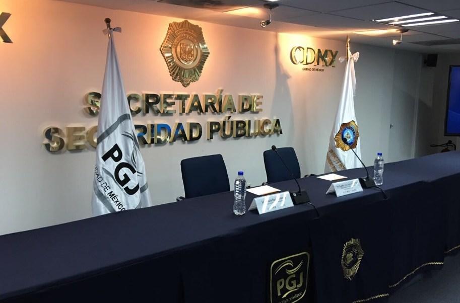 Personal de la PGJ capitalina investiga las causas del fallecimiento de un hombre localizado muerto en el interior de un área de refrigeración de una cantina ubicada en Paseo de la Reforma. (Twitter: @PGJDF_CDMX)
