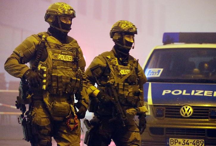 Elementos de la policía alemana armados con ametralladoras patrullas las calles (Getty Images/archivo)