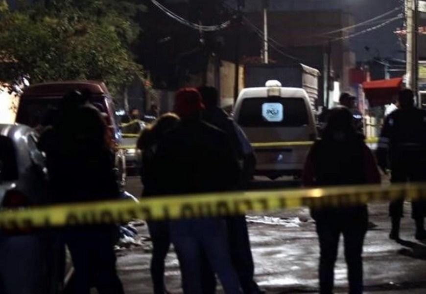 En el barrio de Santa Ana Culhuacán, en la delegación Coyoacán, una pareja fue asesinada luego de que les robaron su automóvil (Twitter @CUBONoticiasMX)