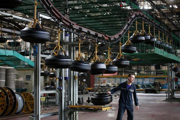 Producción de llantas en Estados Unidos, uno de los aspectos de la producción manufacturera. (Getty Images)