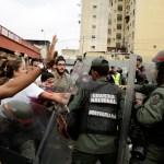 Opositores se manifiestan en rechazo al gobierno de Nicolás Maduro en Venezuela (Reuters)