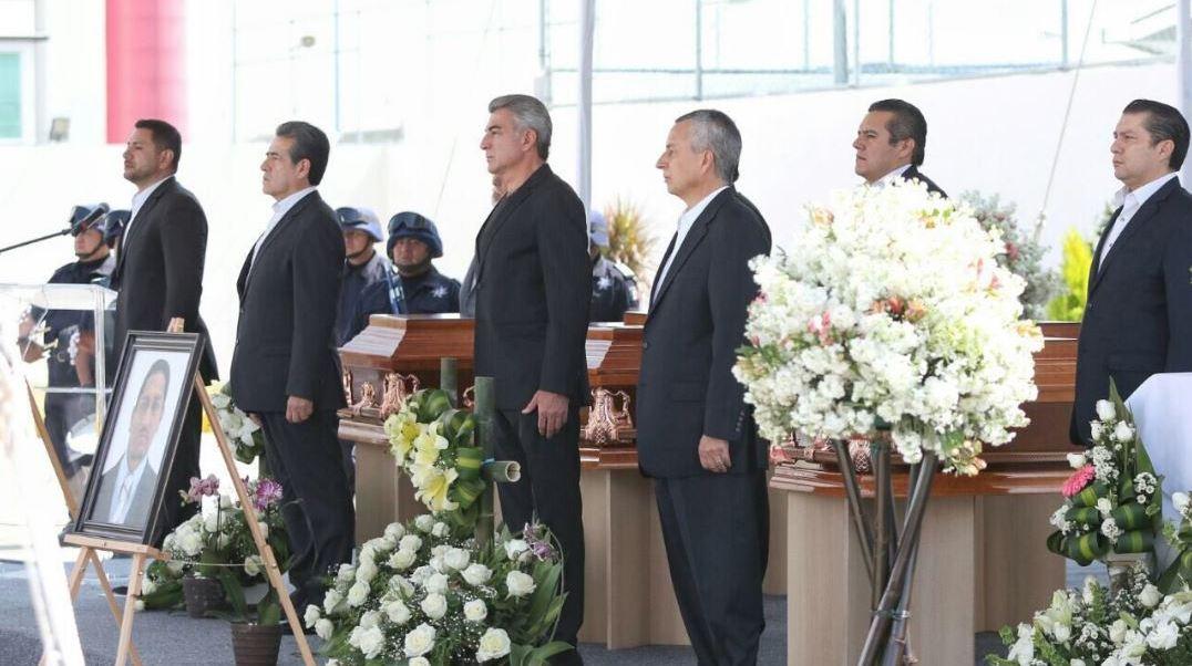 Rinden homenaje a agentes asesinados en Atzitzintla, Puebla
