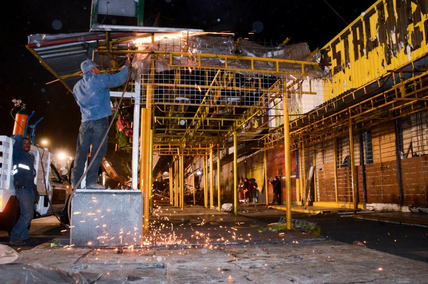 Retiro de comerciantes en Eje 1 Norte, CDMX. ( Secretaría de Gobierno de la CDMX)