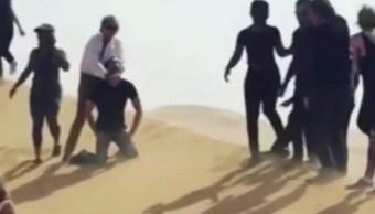 Rod Stewart aseguró que no quiso imitar una ejecución como las del Estado Islámico.