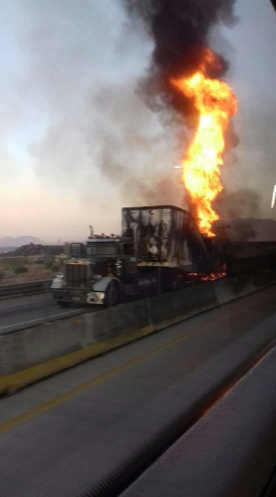 Se incendia tráiler con combustible robado en Jalisco (Noticieros Televisa)
