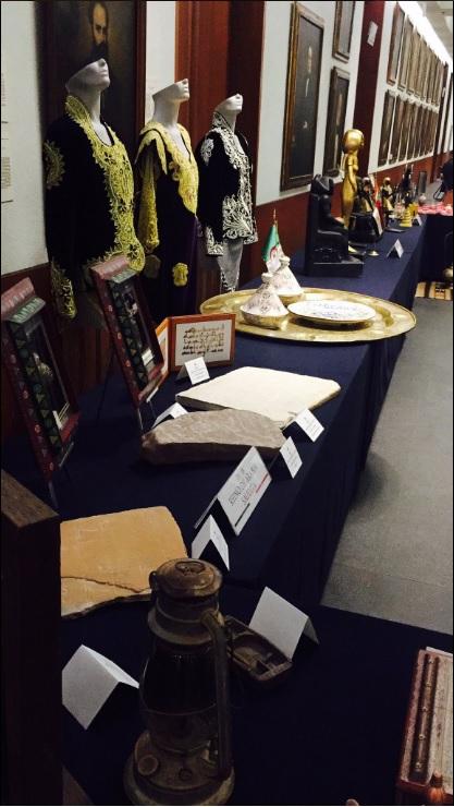 Varios objetos de la región árabe son exhibidos durante la Semana Árabe en México 2017 (Twitter @SRE_mx)