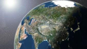 Imagen de los satélites LANDSAT 5 y 7 de la Tierra que muestra al Sol (Getty Images)