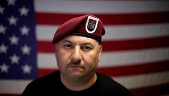 El veterano del ejército estadounidense Héctor Barajas, quien fue deportado. (AP)