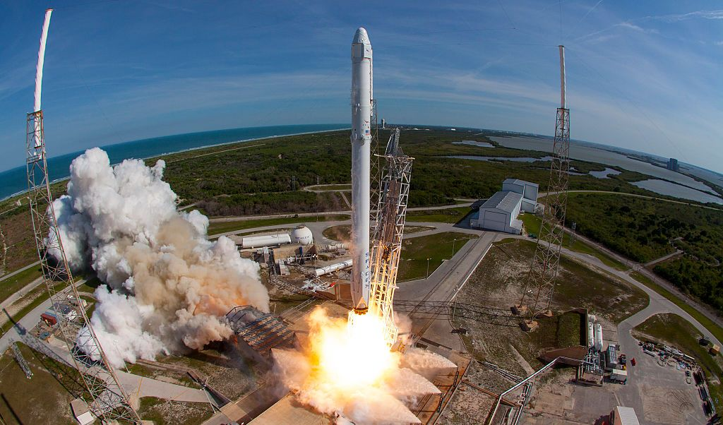 SpaceX hizo trece intentos de recuperación de esas piezas y tuvo éxito en ocho, la primera a fines de 2015.