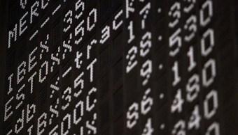 Tablero electrónico con resultados de las acciones europeas. (Getty Images)
