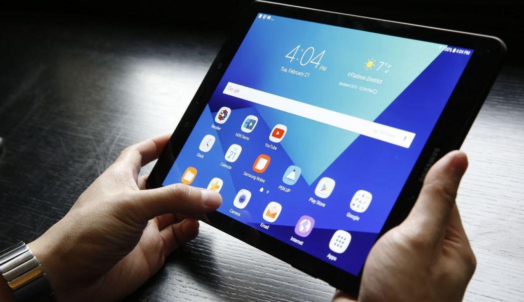 Aumentan problemas visuales por abuso de aparatos electrónicos. (AP, archivo)