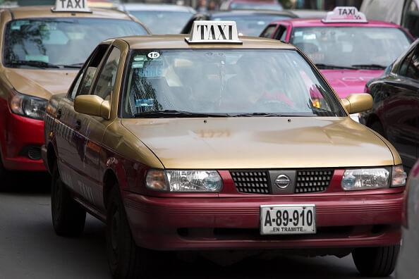 a4d13d92a En la CDMX circulan miles de taxis con placas de cartón