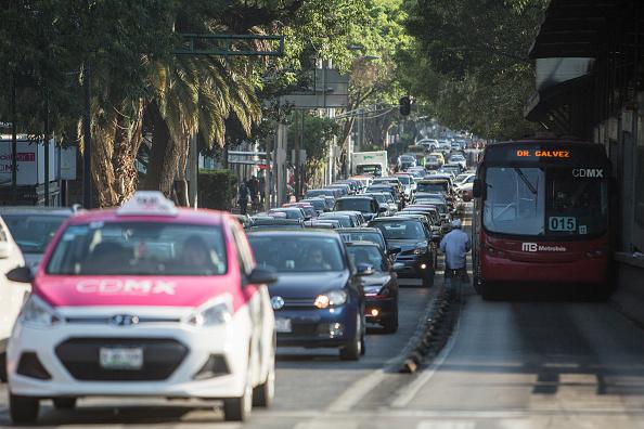 Tráfico en la Ciudad de México; el 31 de marzo es el último día en que los automovilistas pueden acceder al subsidio de 100 por ciento a la tenencia CDMX (Getty Images)