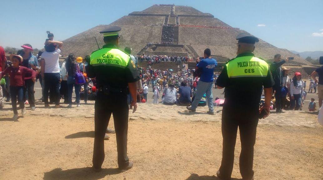 Miles de visitantes nacionales y extranjeros acuden a Teotihuacán para cargarse de energía