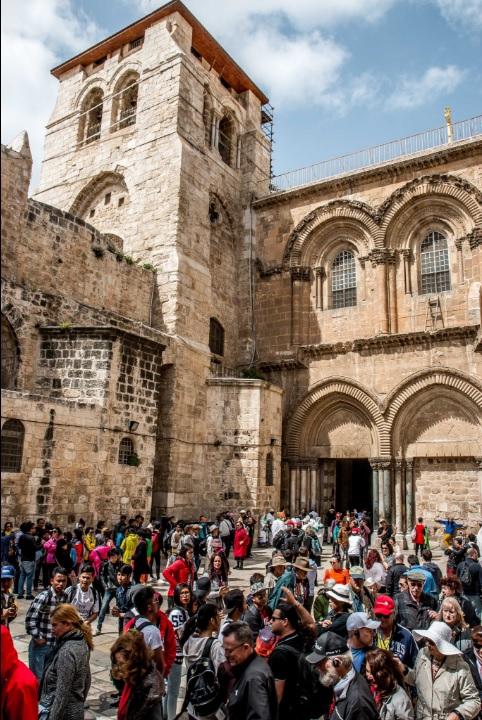 Restauración en la Iglesia del Santo Sepulcro en Jesuralén, lugar donde se encuentra la Tumba de Jesucristo (Twitter @garybembridge)