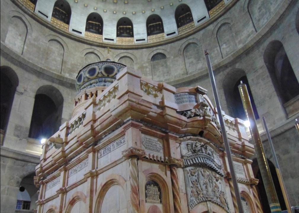 Restauración en la Iglesia del Santo Sepulcro en Jesuralén, lugar donde se encuentra la Tumba de Jesucristo (Twitter @TheresaSull2xx)