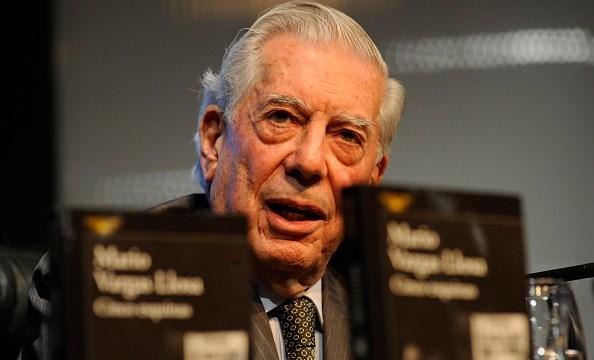 Vargas Llosa le comunicó a la gobernadora regional de Arequipa, Yamila Osorio, que haría la entrega de los libros el mismo día de su cumpleaños (GettyImages/Archivo)