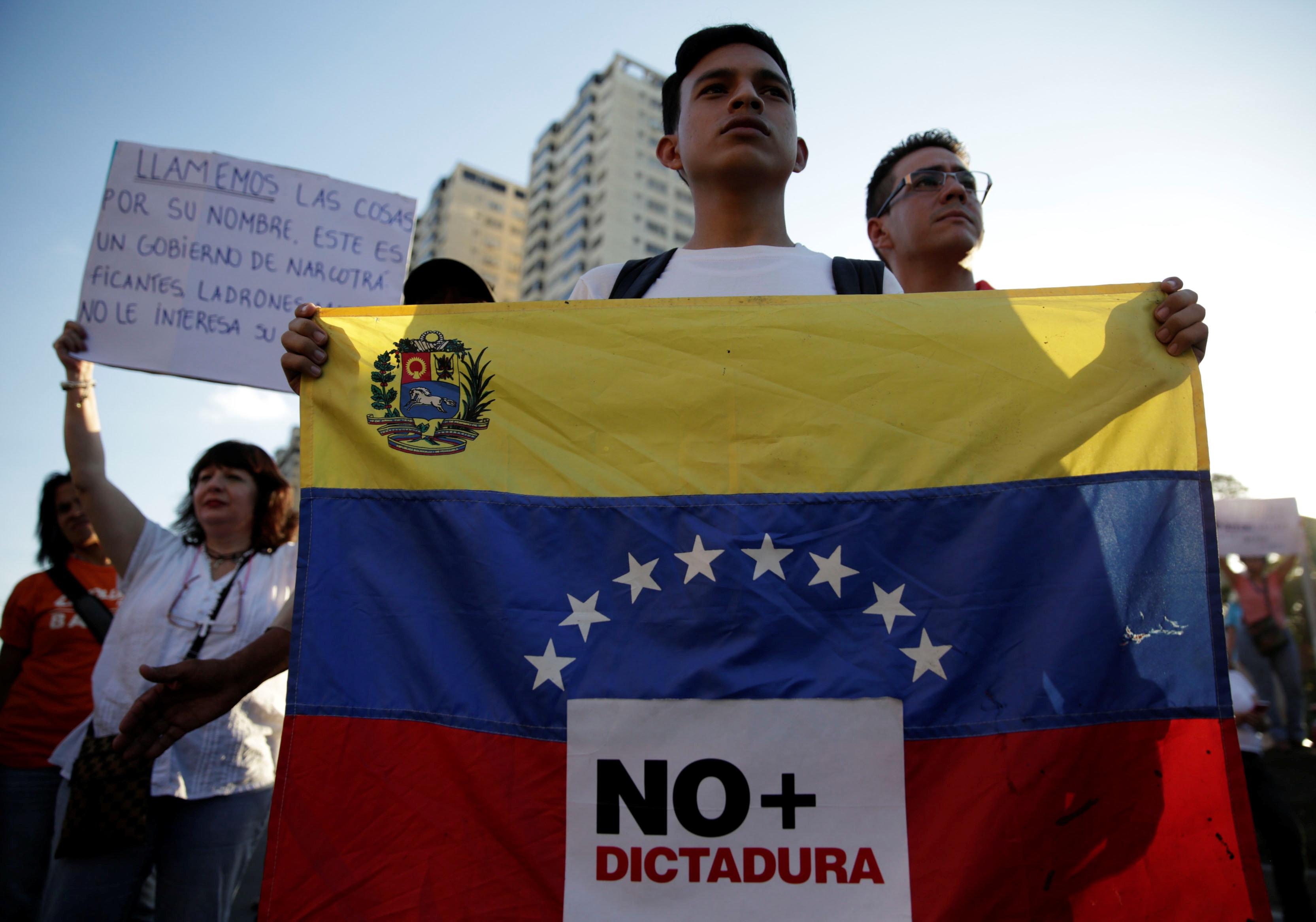 Venezuela, asamblea nacional de venezuela, nicolas maduro, bandera de venezuela, dictadura