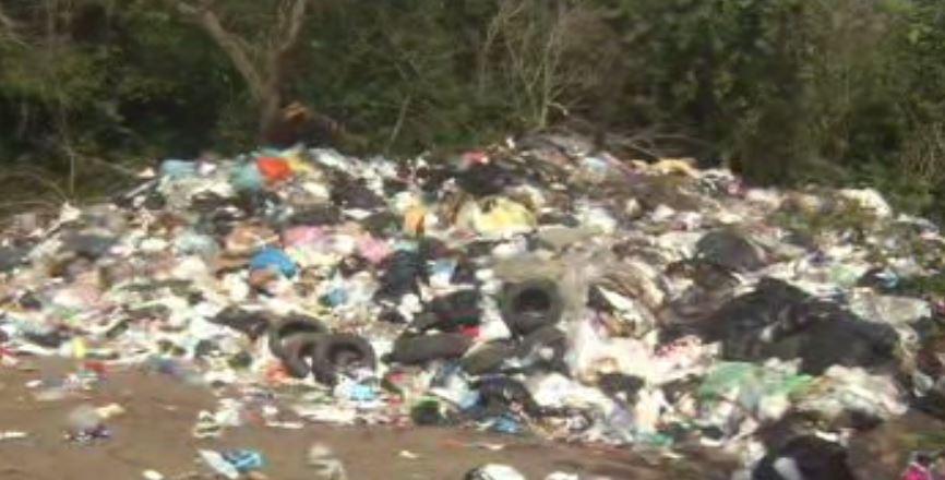 La basura es generada por algunos de los fraccionamientos ubicados en la periferia en la Congregación de Antón Lizardo del municipio de Alvarado (Noticieros Televisa)