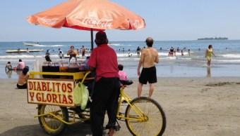 Decenas de personas visitan las playas de Veracruz; autoridades alertan del golpe de calor (Getty Images, archivo)