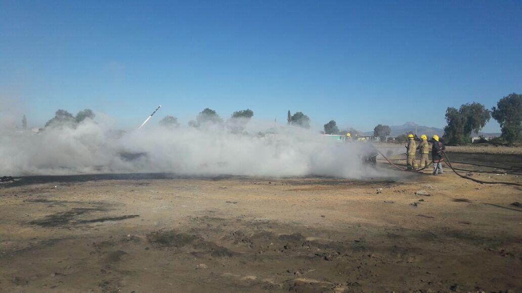 Vista general de la zona del incendio en un ducto de Pemex en Acatzingo, Puebla (Noticieros Televisa)