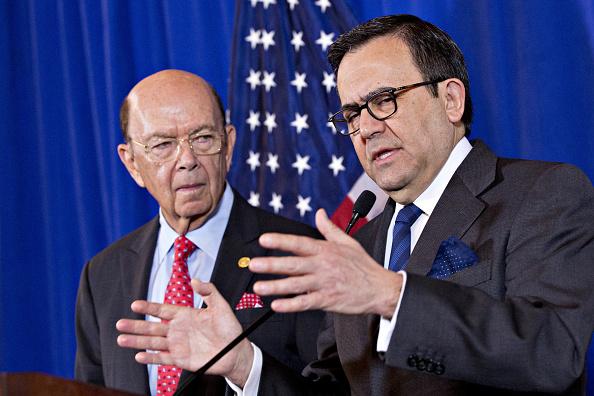 Wilbur Ross, secretario estadounidense de Comercio, e Ildefonso Guajardo, secretario mexicano de Economía. (Getty Images)