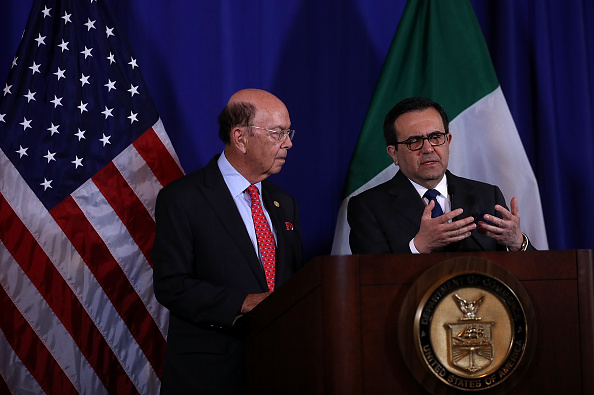 Wilbur Ross, secretario de Comercio de Estados Unidos, e Ildefonso Guajardo, secretario de Economía de México, en conferencia de prensa. (Getty Images)