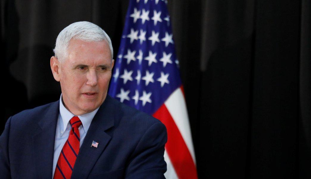 El vicepresidente de los Estados Unidos, Mike Pence, ofrece una conferencia de prensa en una base militar en Seúl, Corea del Sur. (Reuters)