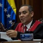 El presidente del Tribunal Supremo de Justicia de Venezuela, el magistrado Maickel Moreno (C), habla durante una rueda de prensa. (EFE)