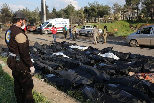 La Defensa Civil Siria aseguró que ha recuperado más de 100 cadáveres del lugar donde se produjo la explosión de un coche bomba a las afueras de la ciudad de Alepo. (Getty Images)