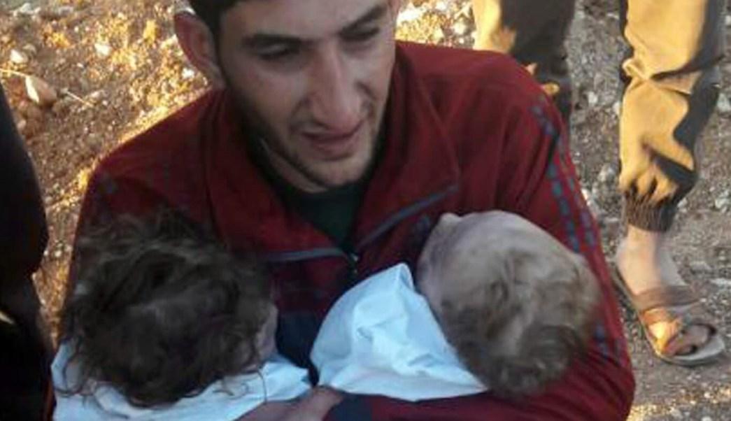 Abdel Hameed Alyousef llora la muerte de sus mellizos.
