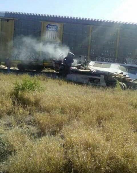 Tren embiste camioneta que trató de ganarle el paso en Bustamante, Nuevo León