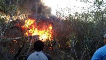 La caída de la aeronave ocurrió aproximadamente a las 19:10 horas en el área verde del Autódromo de Cancún cuando el piloto perdió el control de la avioneta durante sus prácticas para el aeroshow que realizaría en Cancún del 15 al 16 de abril. (Noticieros Televisa)