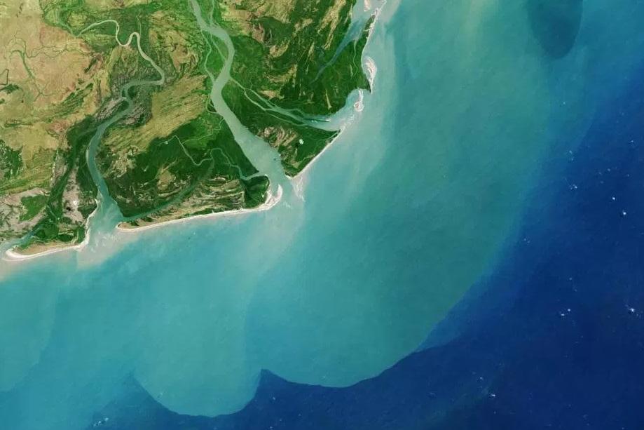 Una imagen satelital del cuarto río más grande de África, el Zambezi, tomada en 2013 (Foto: NASA)