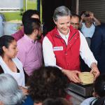 Alfredo del Mazo en una tortillería en el Estado de México. (@alfredodelmazo)