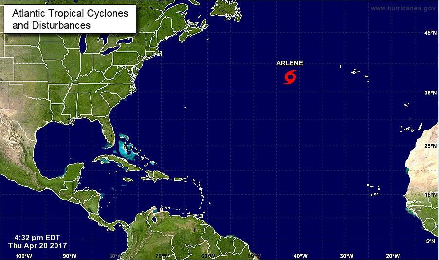 La tormenta tropical 'Arlene' se forma en la mitad del Atlántico. (NHC)